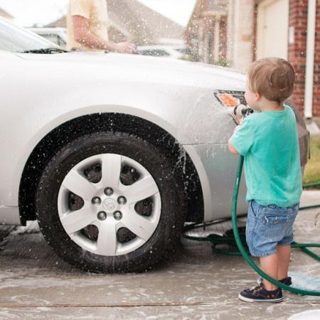 donyaluana_car_wash_child_03.jpg
