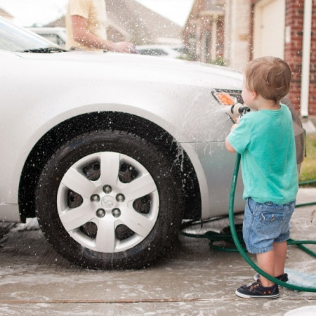 donyaluana_car_wash_child_03.jpg